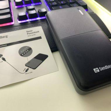 This Sandberg Saver Powerbank 20,000 can charge 2 devices simultaneously!