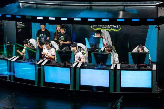 How to Bet on e-Sports