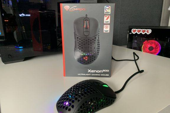 Xenon 800 Ultralight Gaming Mouse Review