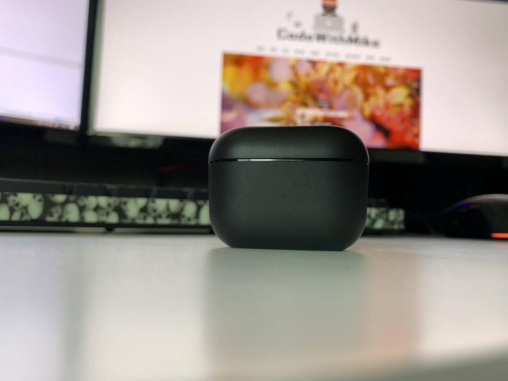 The matt black shell case looks brilliant. But, it's a little lightweight.