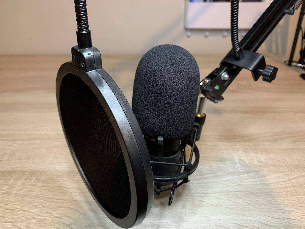 The Sandberg Mic mounted on the included arm